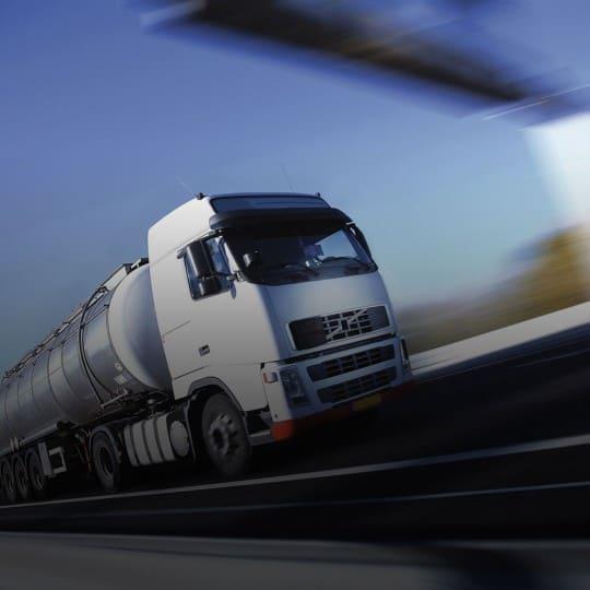 http://transnautic.de/wp-content/uploads/2015/09/White-Truck-single-540x540.jpg